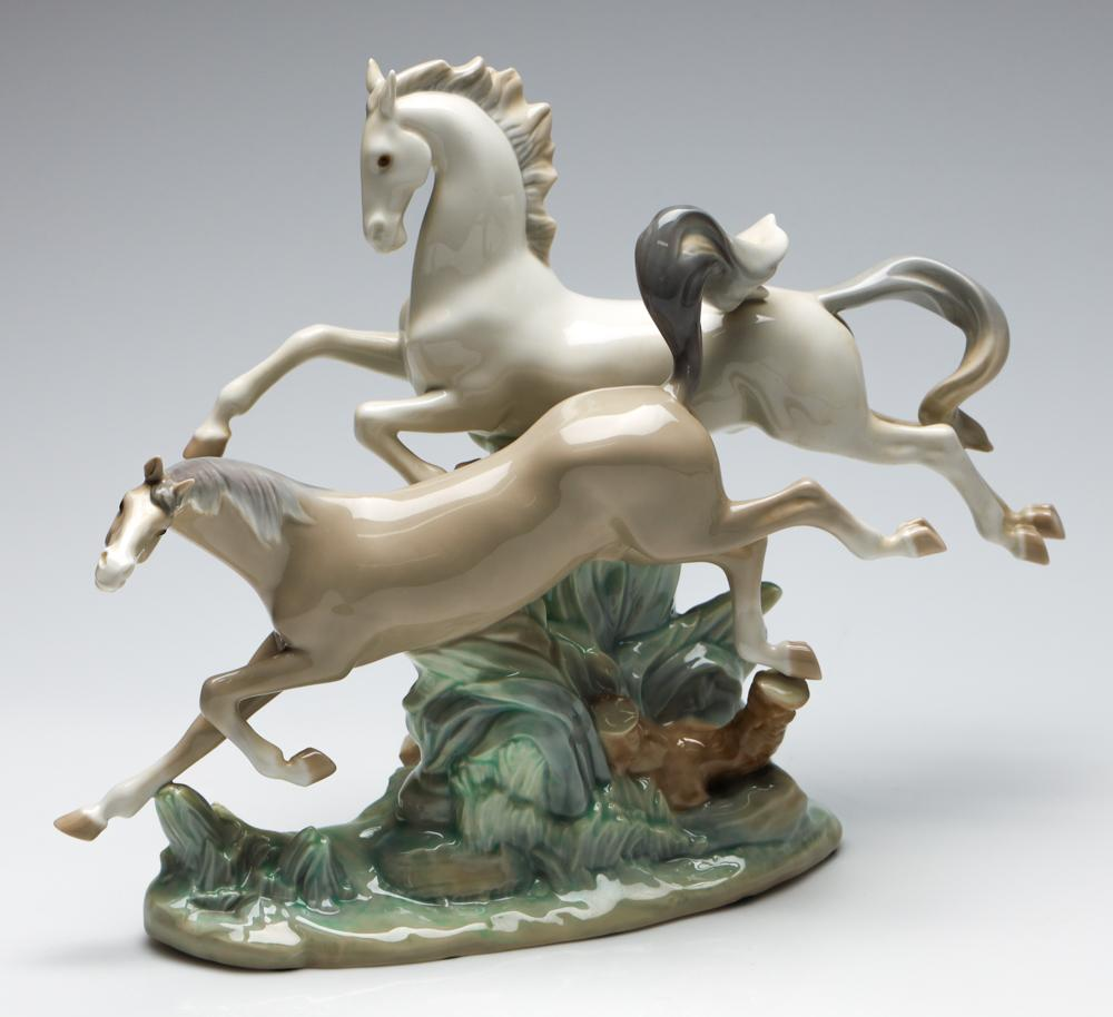 A Lladro Figural Group of Two Horses Galloping (H:30cm W:37cm)