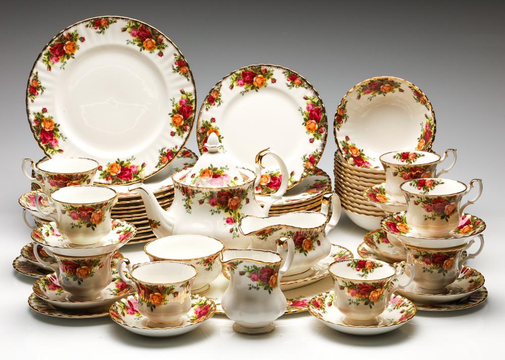 A Royal Albert 'Old Country Roses' Tea and Dinner Suite