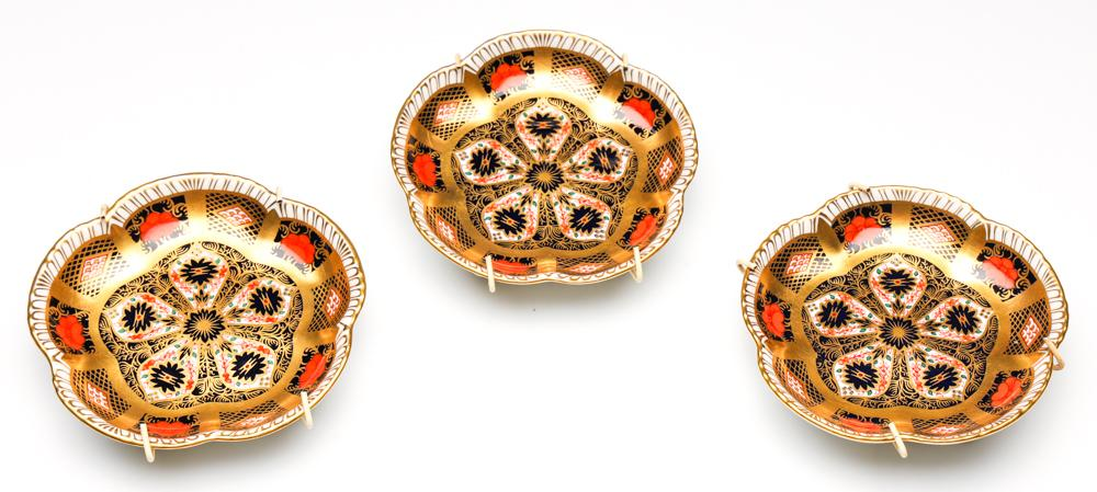 A Set of Three Royal Crown Derby Imari Pattern Plates in Wall Mounts (Dia:11.5cm)