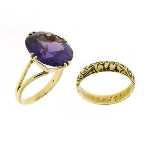 Two gold rings a purple synthetic sapphire cocktail ring t for Cocktail 3g