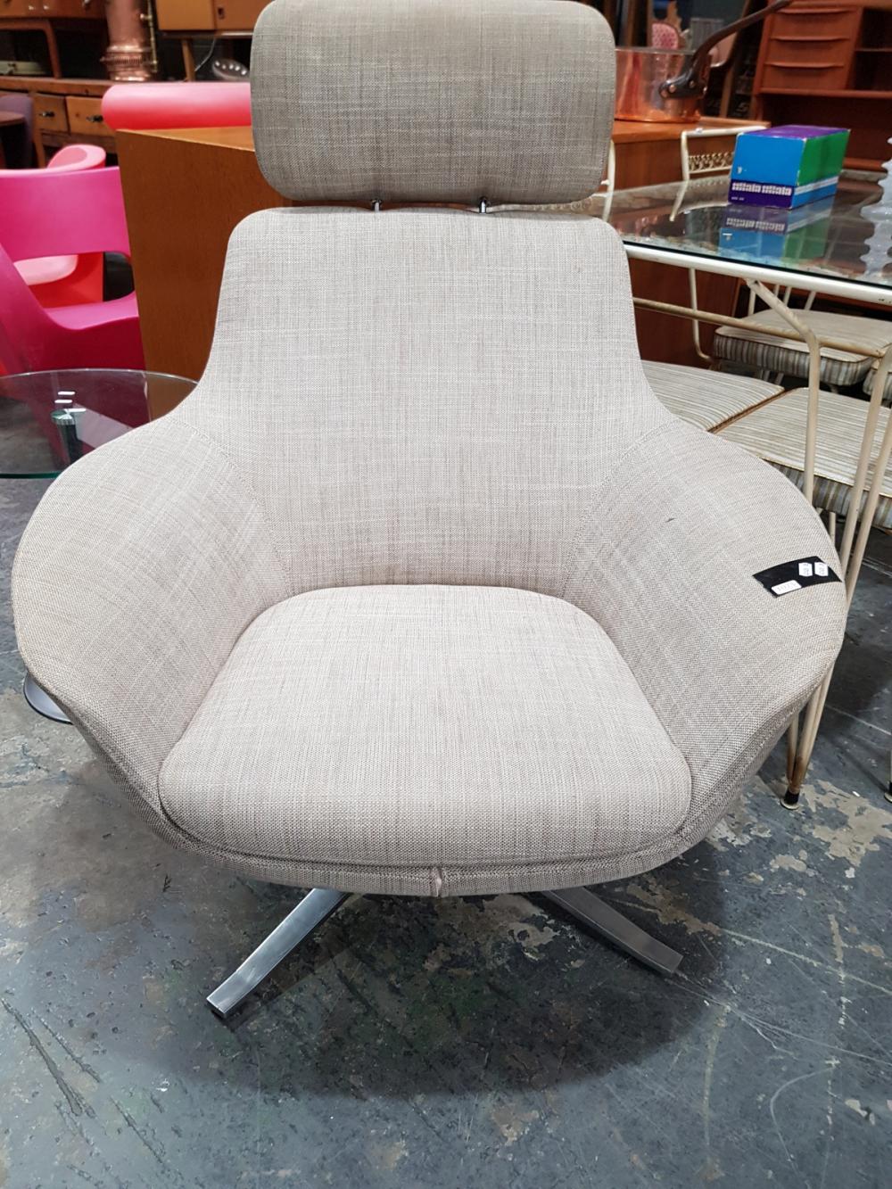Lot 1075: Walter Knoll Chair on Swivel Base