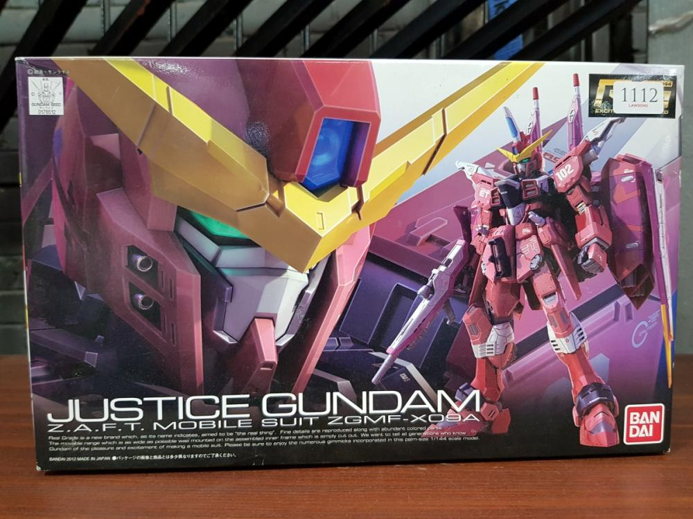 Lot 1112: Boxed JUSTICE GUNDAM Z.A.M.T Mobile Suit ZGMF-XO9A by Ban Dai