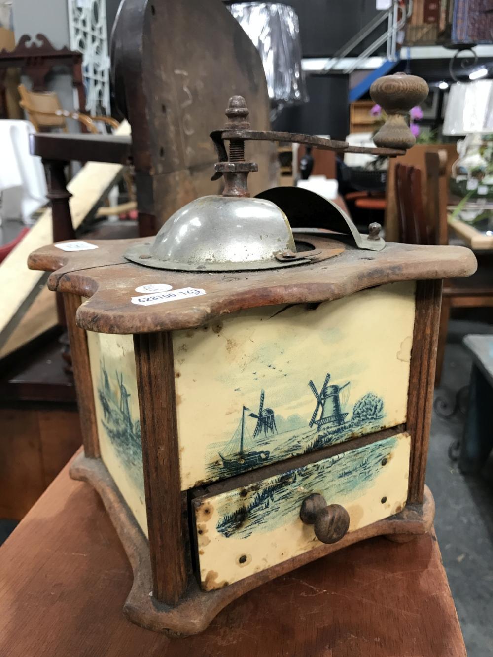 Lot 1165: Vintage Coffee Grinder H: 24cm