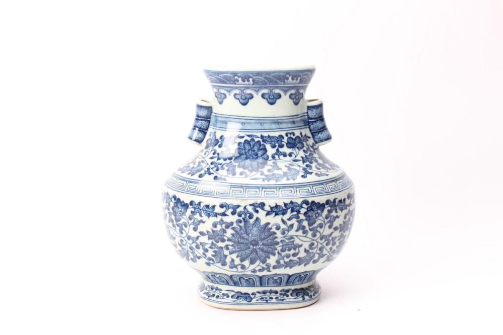 Blue And White Qianlong Marked Vase H: 20cm