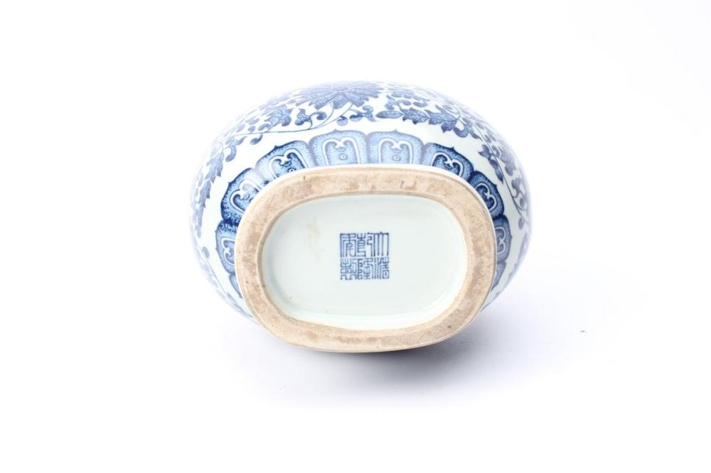 Lot 49: Blue And White Qianlong Marked Vase H: 20cm