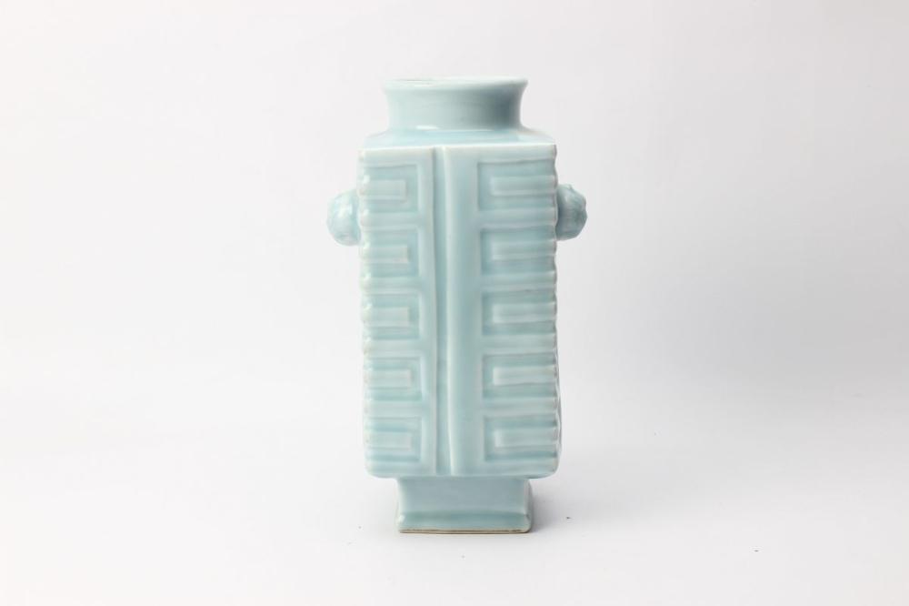 Lot 51: Blue Cong Style Chinese Vase H:30cm