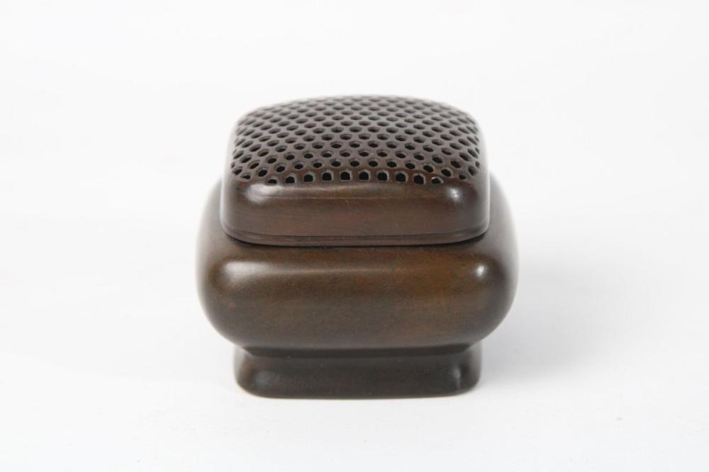 Lot 66: Bronze Hand Warmer H: 5cm