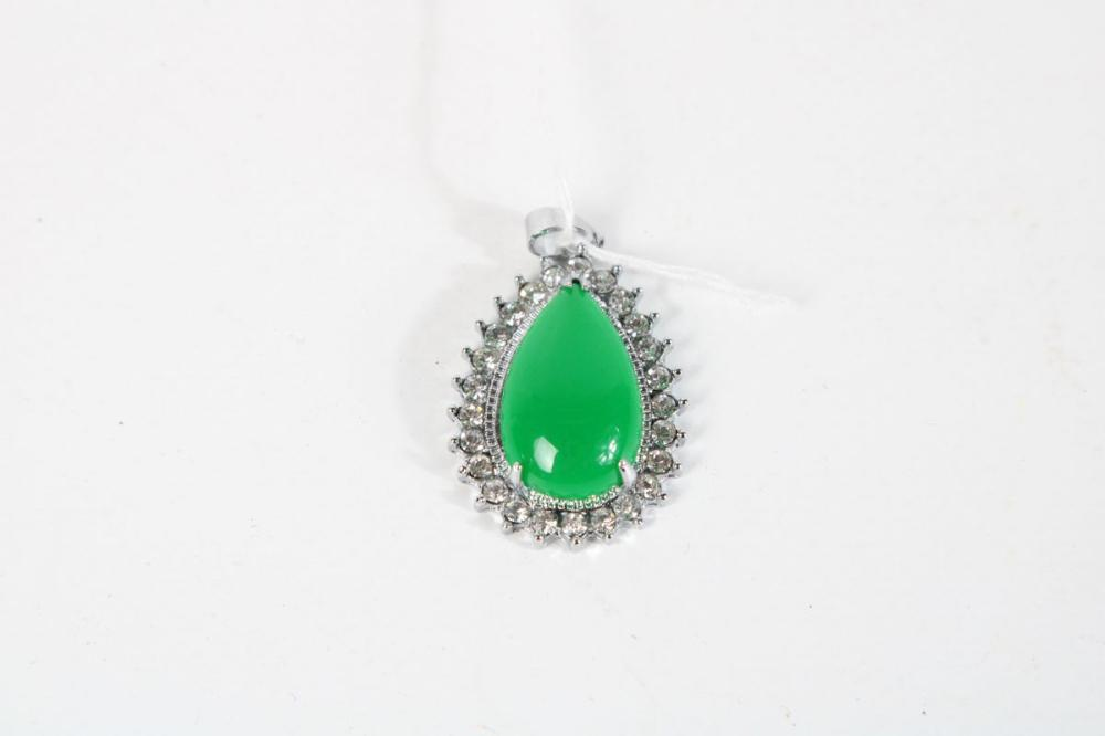 Chinese Green Pendant Surrounded By Crystals H:3.5cm