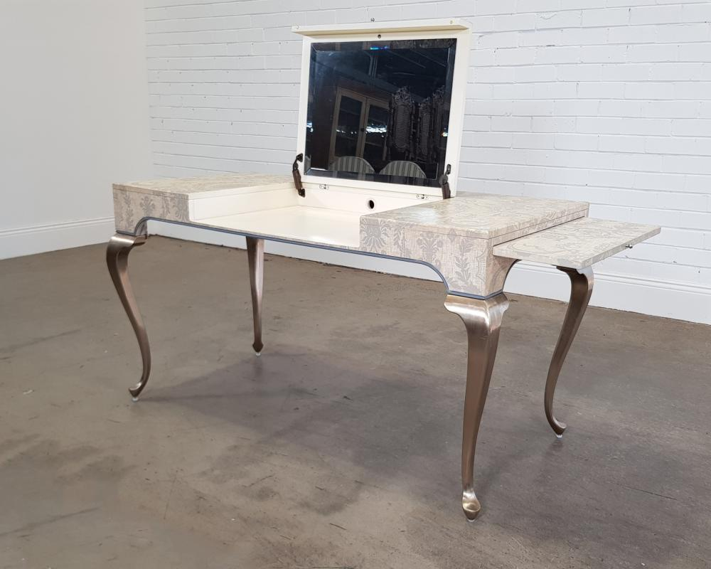 French style desk/dresser (H:75 x w:175 x d:57cm)