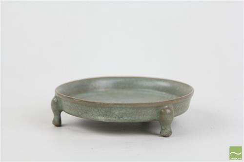 Ru glazed tripod offering dish, entire body covered with attractive pale olive-grey crackled glaze