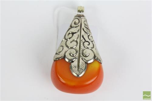 Tibetan amber pendant with silver coloured metal mounts, 7cm L