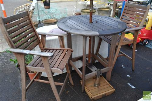 Outdoor Table and 2 Stools