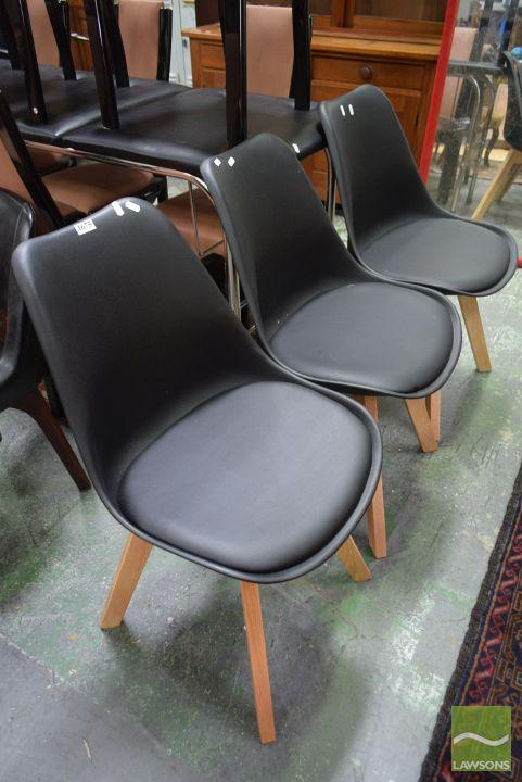 Set of 3 Plastic Tub Chairs