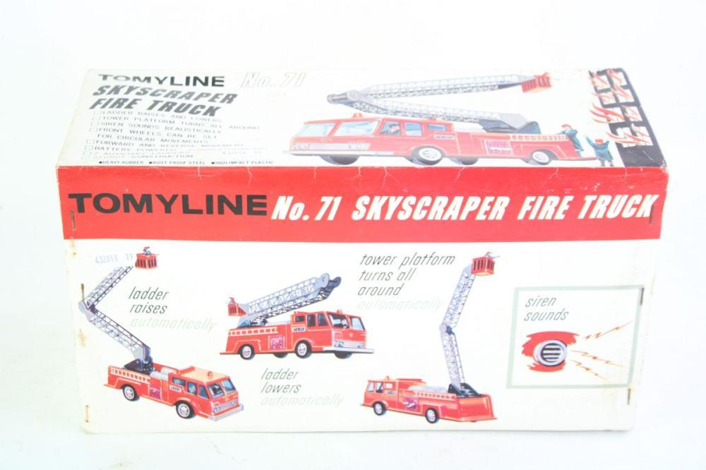 Yat Ming Signature Series Die Cast Metal Fire Engine Model 1925 Ahrens-Fox N-S-4, T/W Tomyline No. 71 Skyscraper Fire Truck