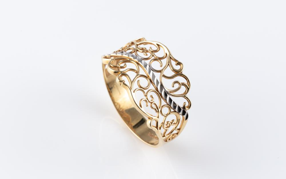 A 10CT TWO TONE GOLD RING; scrolling pierced lace design, size O, wt. 1.61g.