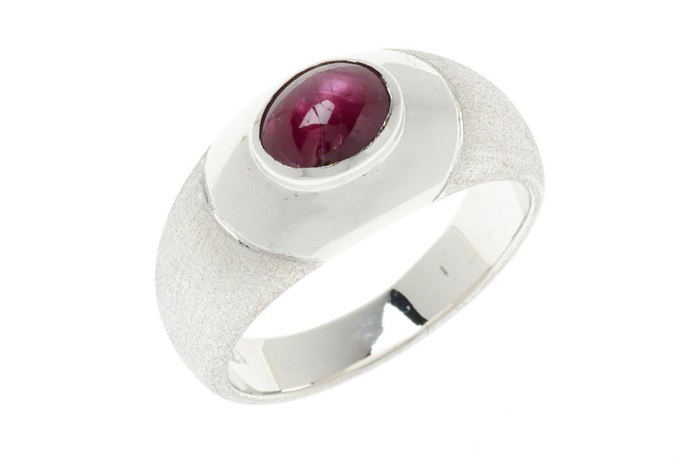 AN 18CT WHITE GOLD STAR RUBY RING; centring a cabochon ruby of approx. 2.18ct (7.33 x 5.28mm) in a polished and frosted mount, size...