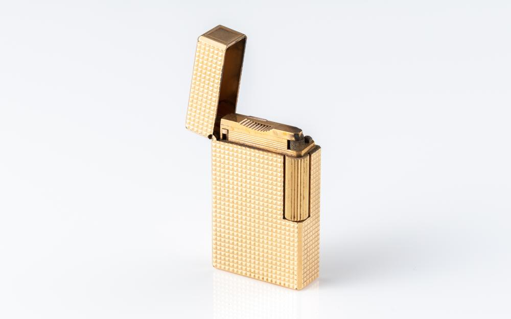 A DUPONT GOLD PLATED LIGHTER; engine turned pattern, made in France no. Q5HE42.