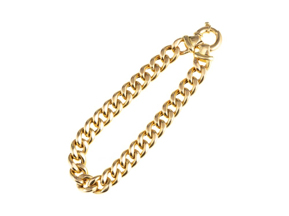 AN 18CT GOLD CURB LINK BRACELET; 8.4mm wide links to a bolt ring clasp, length 19cm, wt. 19.10g.
