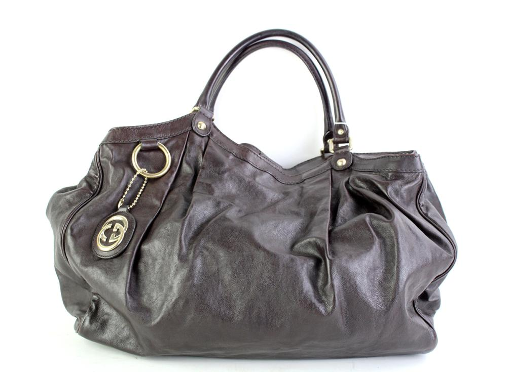 A GUCCI SUKEY LEATHER TOTE BAG; dark brown leather with gilt metal hardware, internal tag no. 211943 001998, size 40 x 12 x 36cm.