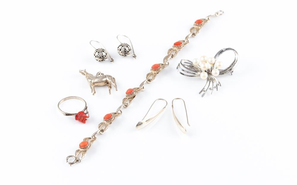 A GROUP OF SILVER JEWELLERY; fancy link bracelet set with cabochon corals, length 19cm, a bow brooch set with 7 cultured Akoya pearl...