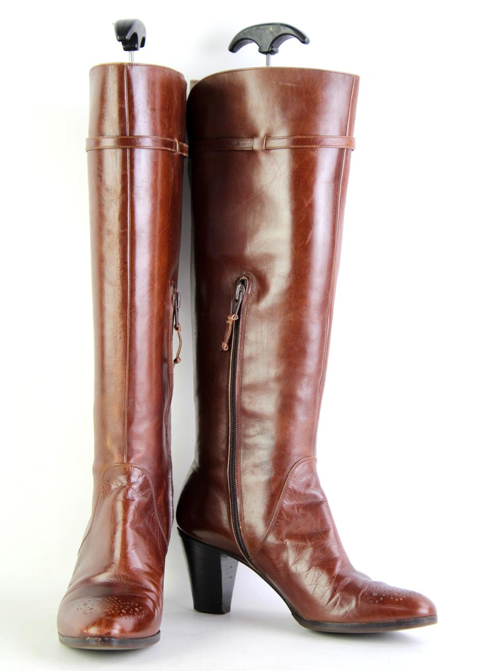 A PAIR OF SALVATORE FERRAGAMO BROWN LEATHER BOOTS; UU6585 7002, size 6B.