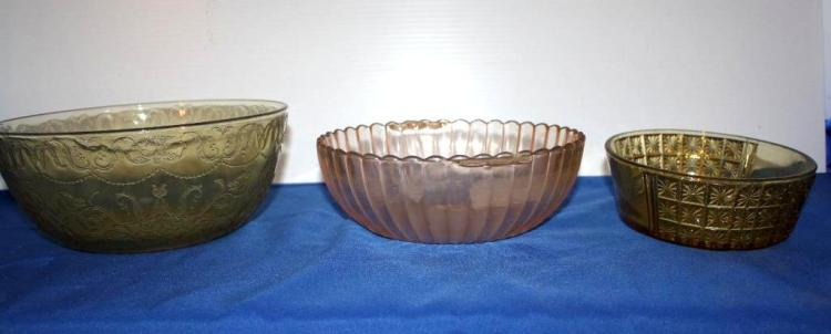 3 Glass Bowls