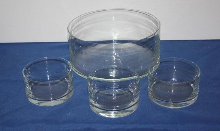 4 Glass Bowls