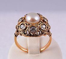 Bague ronde en or 18 K avec perle  et brillants