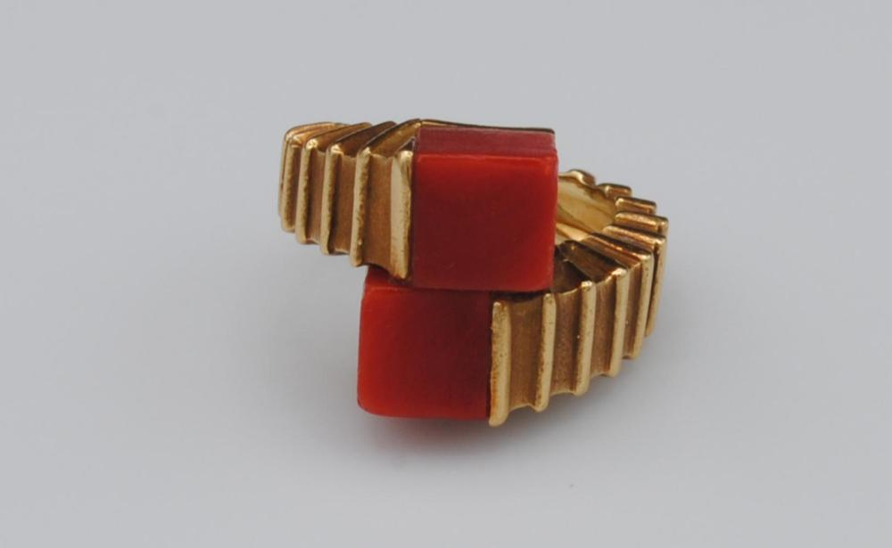 VINTAGE TIFFANY 18K RED CORAL BYPASS RING