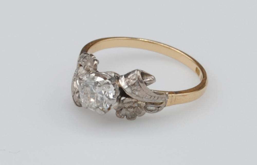 18K & PLATINUM DIAMOND SOLITAIRE RING