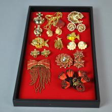 (15) VINTAGE COSTUME JEWELRIES, MOST SIGNED