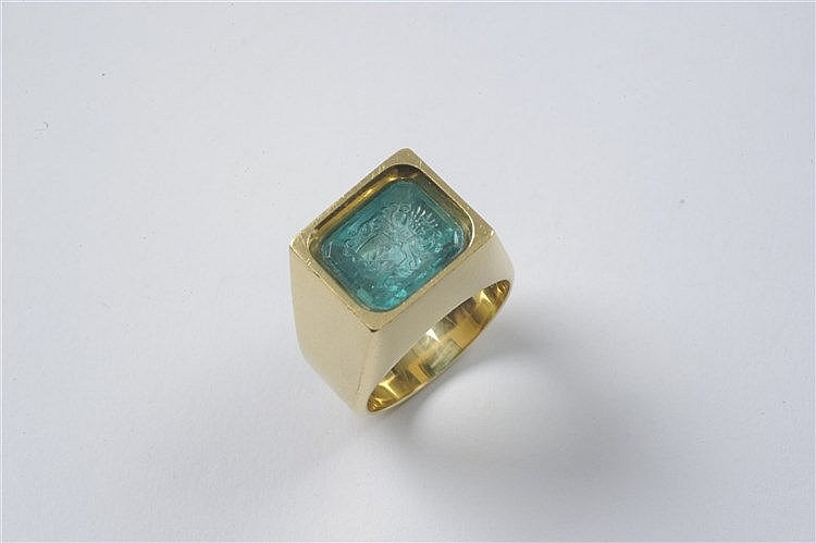 a gentlemen s 21k gold and emerald signet ring