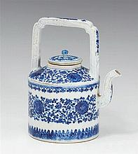A blue and white lidded teapot. Qianlong period (1735-1796)