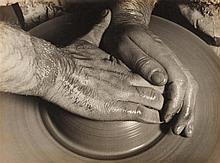 Albert Renger-Patzsch, Töpferhände, 1925