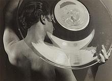 Dr. Paul Wolff, Spiel mit einer Glasschale, 1930s
