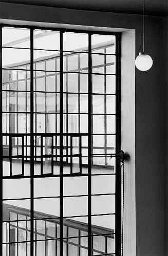 KLAUS KINOLD Essen 1939 OHNE TITEL (BAUHAUSFENSTER