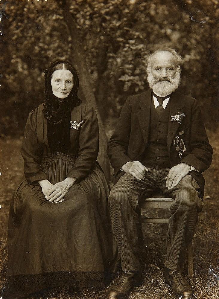 August Sander, Westerwälder Bauernpaar (Westerwald farmers' couple), 1927