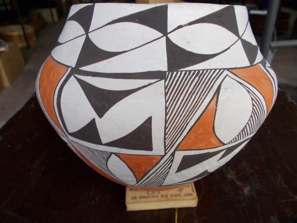 "A 6 1/2"" x 8"" Acoma Indian Pottery Jar"