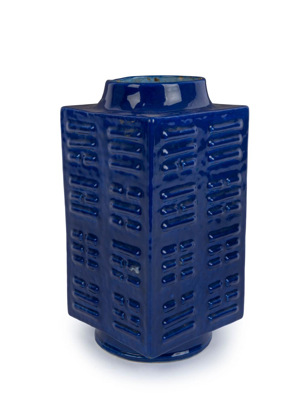 An antique Chinese square form vase with blue glaze, Qing Dynasty, 18th/19th century, 27cm high
