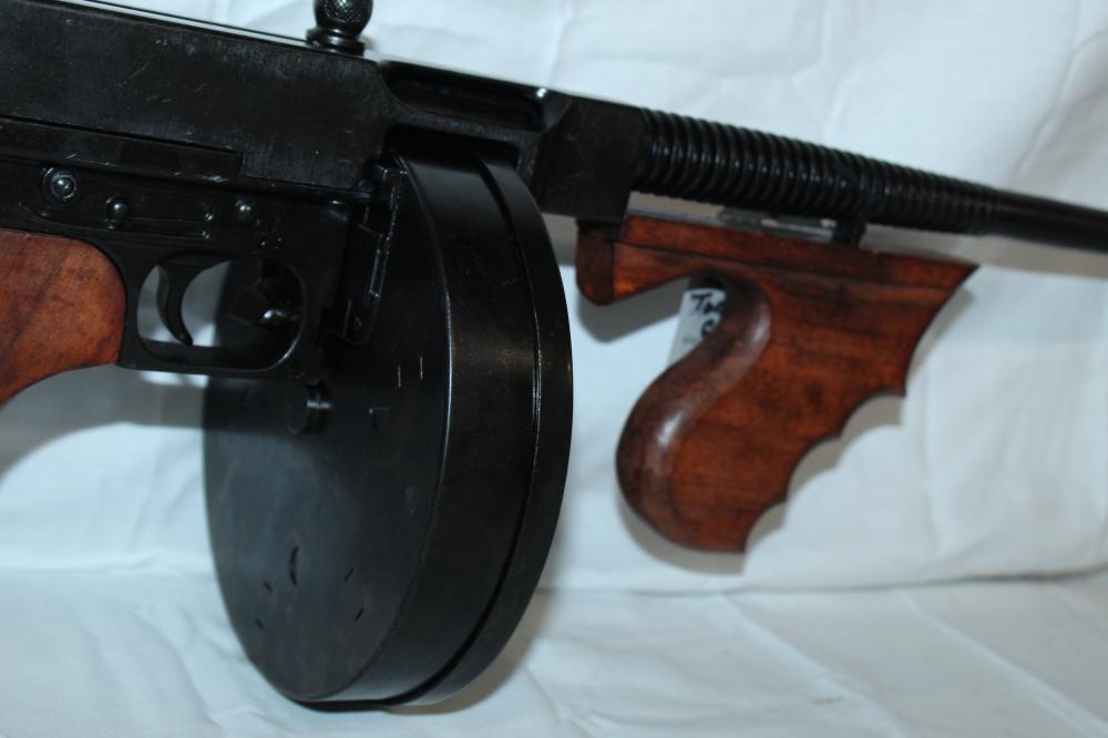 NON FIRING REPLICA Tommy Gun by Denix