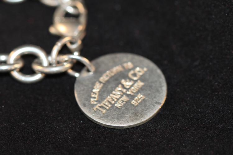 Ladi genuine Tiffany's Sterling Monogrammed