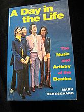 A day in the Life, Paperback by Mark Hertsgaard.