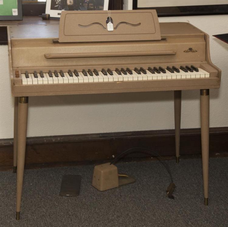 Vintage Wurlitzer Piano 70