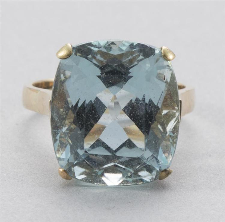 Lady''s Aquamarine Yellow Gold Ring