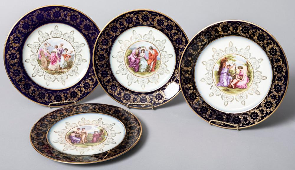 Set of Twelve Hutschenreuther Cabinet Plates, Early 20th Century