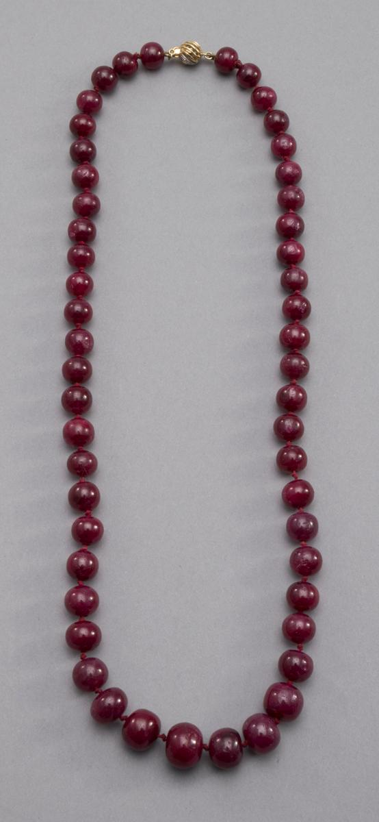 cabochon ruby bead necklace