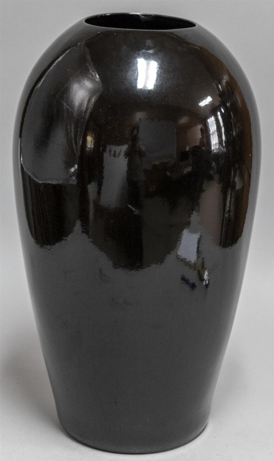 Large black vase (height: 23 inches)