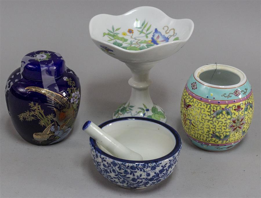 Assorted group of Chinese porcelain.