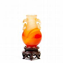 AN AGATE VASE, QING DYNASTY, 19TH CENTURY