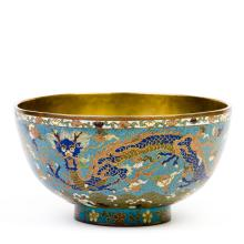 A LARGE IMPERIAL CLOISONNE BOWL WITH DRAGONS, QING DYNASTY, 18TH/19TH CENTURY